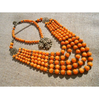 Necklace of orange onyx natural gemstone with medallion set 5+1 threads