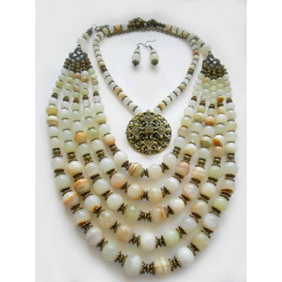 Necklace of white onyx natural gemstone with medallion set 5+1 threads