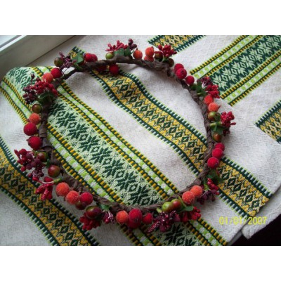 "Ukrainian Wreath ""Red Berries Circle"""