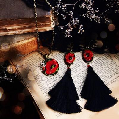 "Earrings and pendulum set ""Black Poppies"""