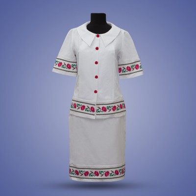 "Embroidered costume ""Decent Roses"""