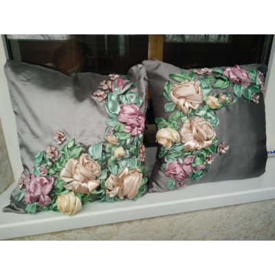 "Set of 2 Embroidered Pillow Covers ""Rose Dew"""
