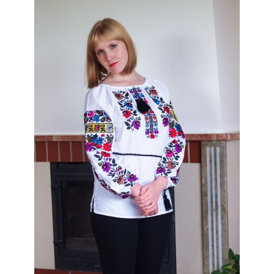 "Embroidered blouse ""Evening Bouquet"""