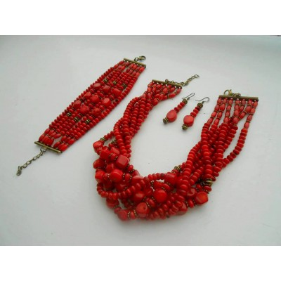 Necklace Namysto, bracelet and earrings set of different size real corals
