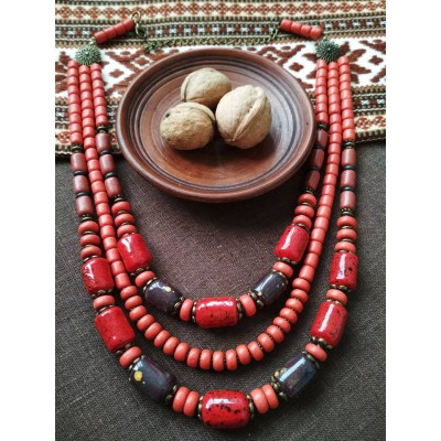 Necklace Korali of ceramic beads red/black 3 threads