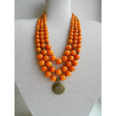 Necklace of onyx natural gemstone with medallion 3 threads