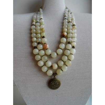 Necklace of white onyx natural gemstone with medallion 3 threads