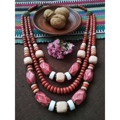 Necklace Korali of ceramic beads red/white 3 threads