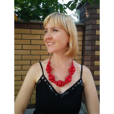 "Wooden Necklace ""Twist"" red"